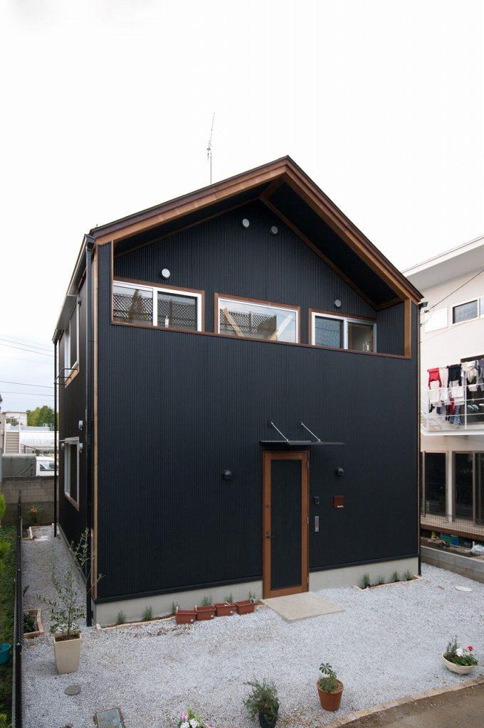木の温もりを感じるシンプルな家