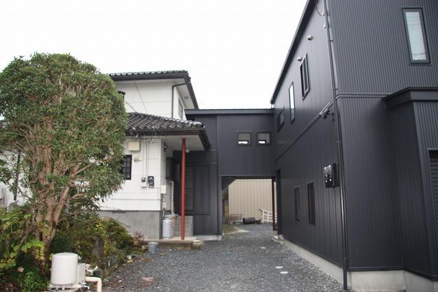 インナーガレージの2世帯住宅