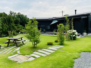秩父 埼玉 東京 移住 二拠点生活 デュアルライフ 一戸建て 戸建て 一軒家 リノベーション サンルーム ウッドデッキ 庭 平屋